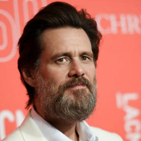 ¡QUÉ CHIMBO! Jim Carrey sigue sin superar la muerte de su ex