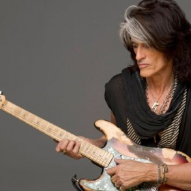 ¡LAMENTABLE! Guitarrista de Aerosmith es hospitalizado de emergencia