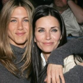 """¡CONTROVERSIA! Actriz de """"Friends"""" pidió no involucrar a Jennifer Aniston en el divorcio de Brad Pitt y Angelina Jolie"""