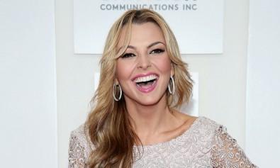 La bella actriz venezolana Marjorie sonriendo y feliz