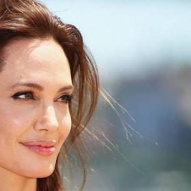 ¡LAMENTABLE! Medios aseguran que Angelina Jolie no está comiendo