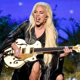"""¡Sin palabras! Lady Gaga recibió ovación de pie por su interpretación de """"A Million Reasons"""" en los AMAs"""