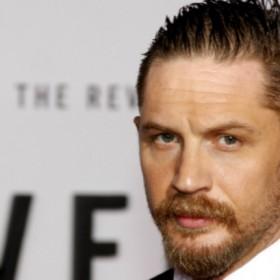¡Perdió una apuesta! Tom Hardy se tatuará el nombre de Leonardo DiCaprio