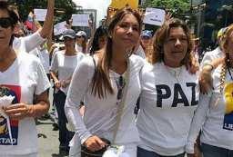 Viviana Gibelli en Marcha de la Mujeres 6mayo con lilian tintori