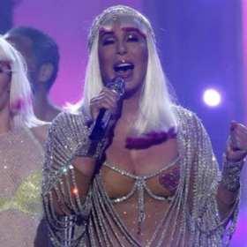 Billboard Music Awards: a sus 71 años Cher más Hermosa que nunca