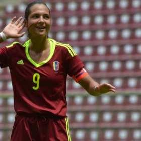 ¡Orgullo Venezolano! Deyna Castellanos aspirante al premio The Best