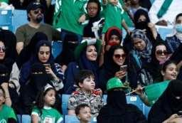 mujeres en partido de futbol - arabia saudita
