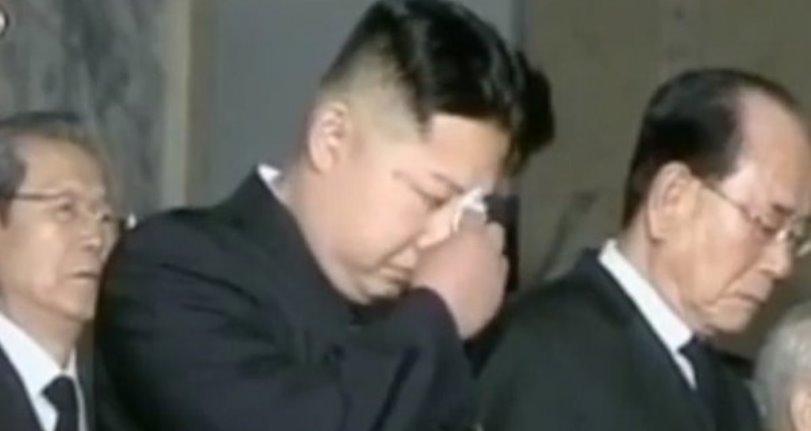 Kim Jong Un llora por la mala economía del país en un nuevo video