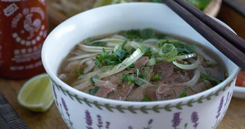 Receta para preparar sopa Phở bò