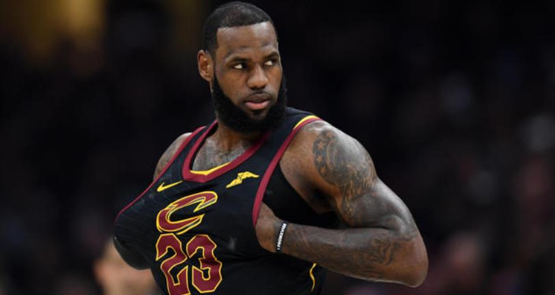 LeBron James firma con L. Lakers