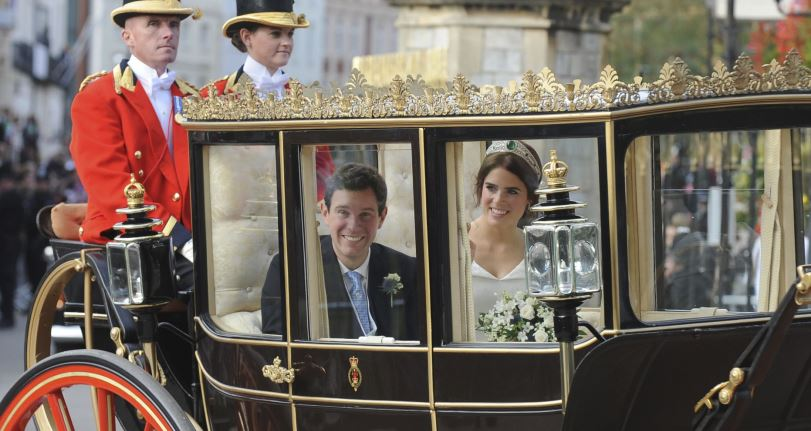 La princesa y el ejecutivo de negocios Jack Brooksbank contrajeron nupcias  en el castillo de Windsor