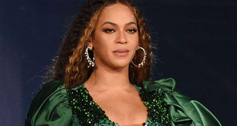 Beyoncé, con lágrimas, dedica el premio GLAAD al tío fallecido que perdió la batalla contra el VIH