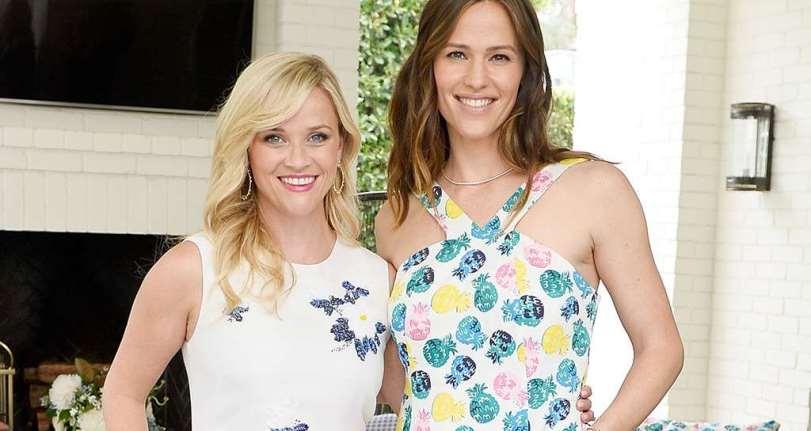 Reese Witherspoon, Jennifer Garner se burlan de los rumores sobre el embarazo en una publicación de Instagram