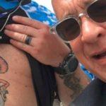Tom Hanks otorga un sello de aprobación al hombre con el tatuaje en el estómago de 'Toy Story'